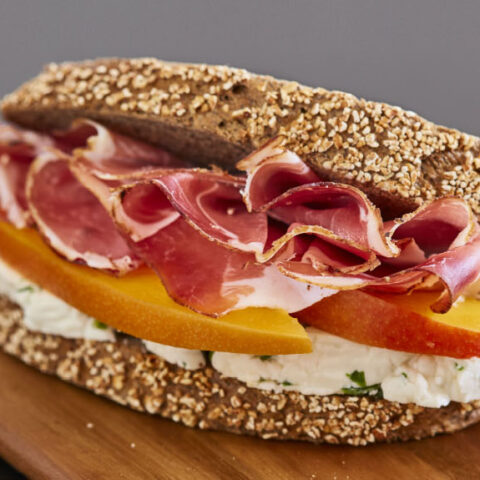 Whole wheat bread with speck, robiola cheese and mango