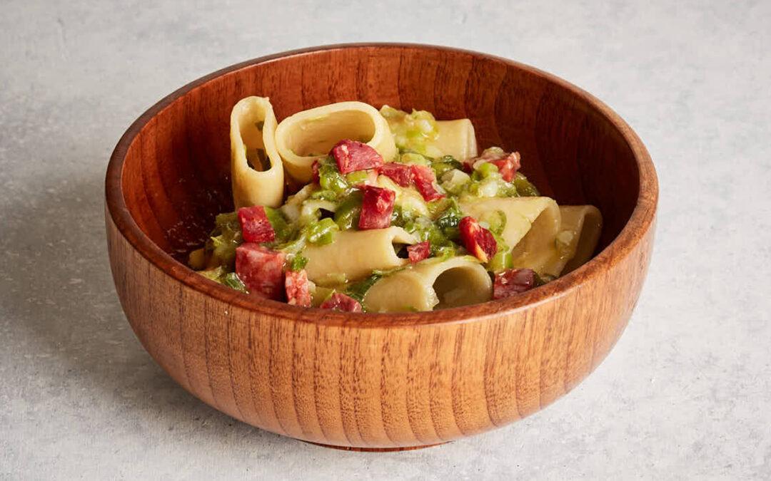 Paccheri mit scharfer Girello Salsiccia und geschmorten Frühlingszwiebeln