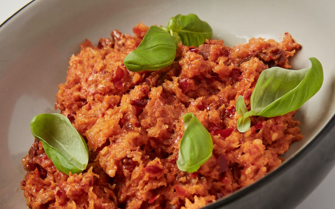 Sauce de tomate avec 'nduja et basilic