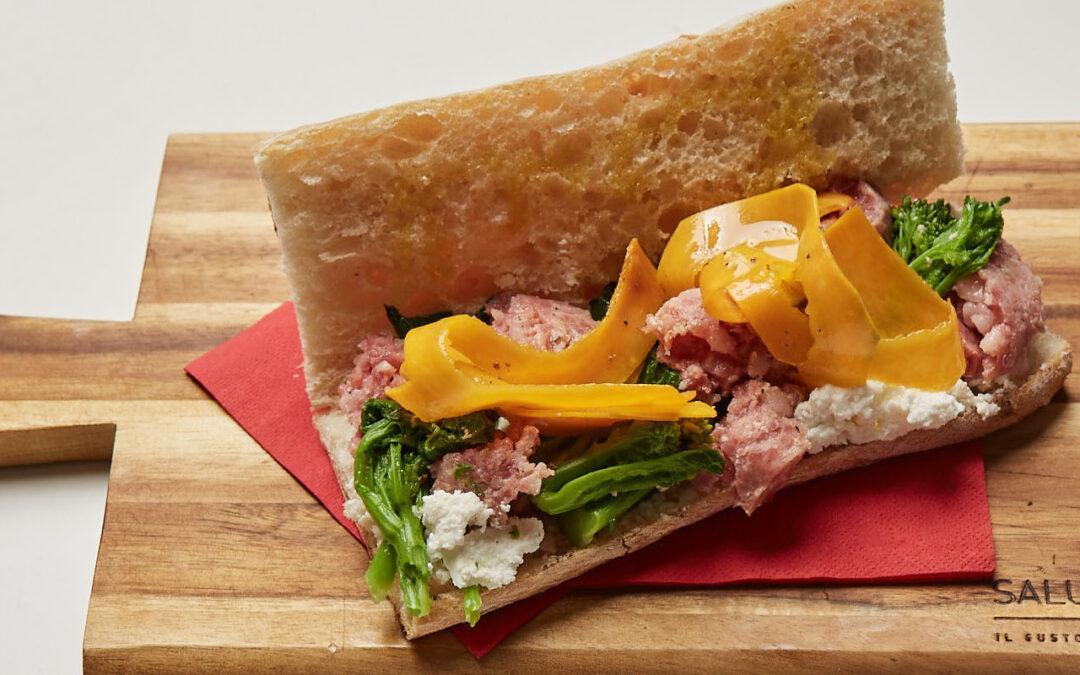Sandwich, cotechino, citrouille, dessus de navet et ricotta