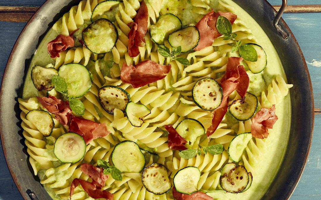 Fusilloni with zucchini, Bresaola and crescenza cheese