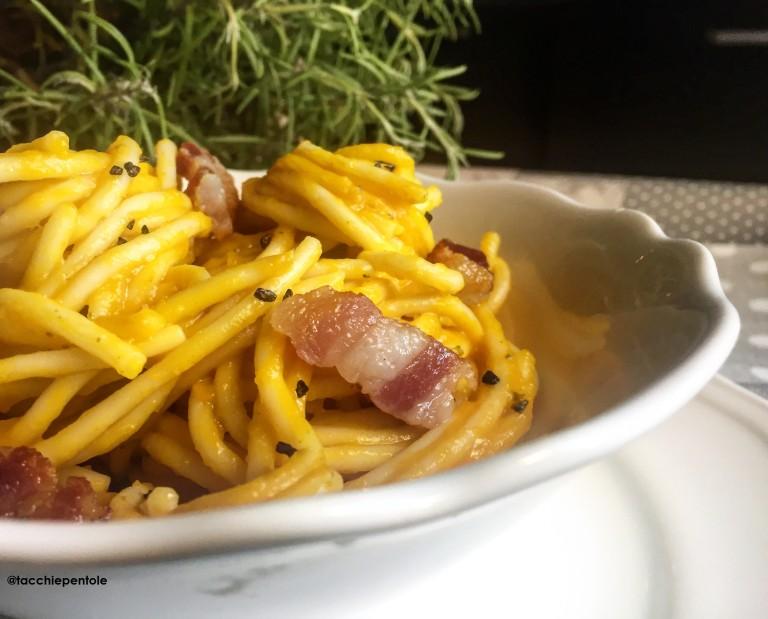 Spaghetti with squash cream and bacon