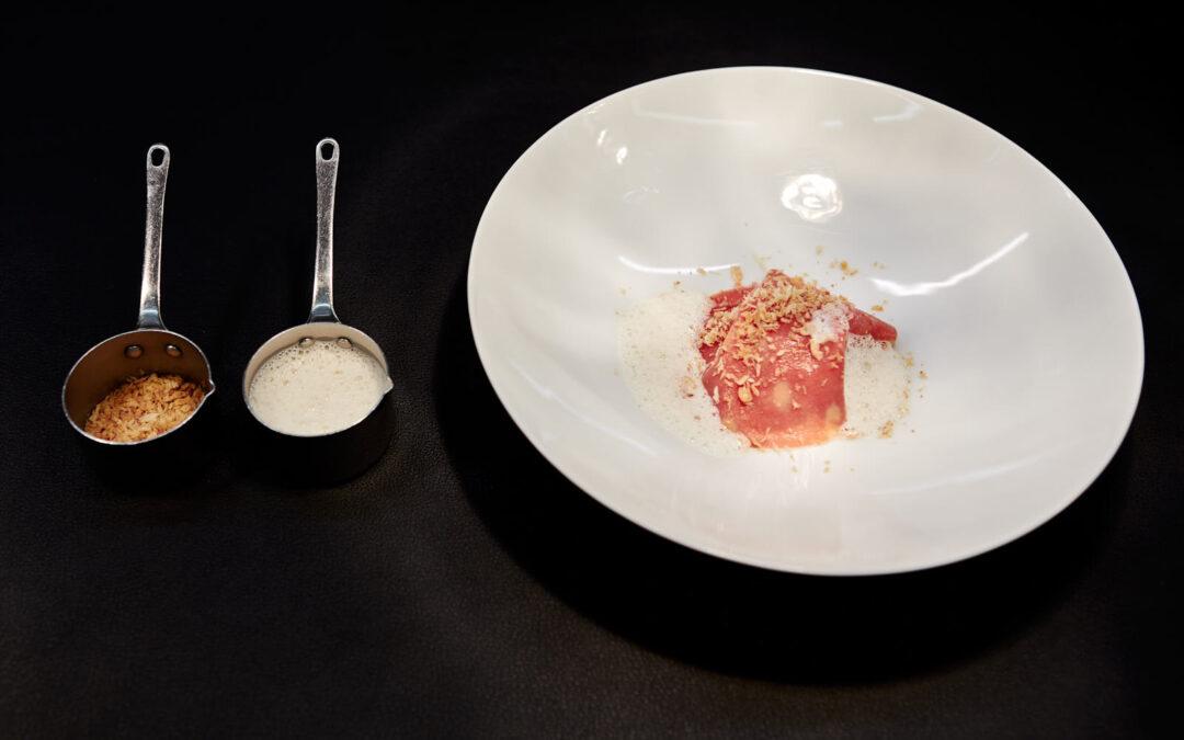 Sfoglia di pasta cotta in estrazione di mortadella, crema di pistacchio e infusione di pepe
