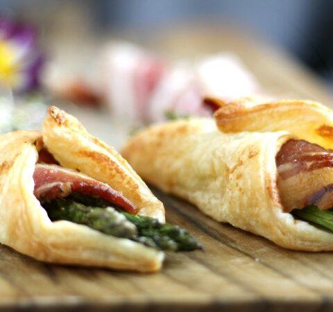 Fagottini di pasta sfoglia salati con Bacon